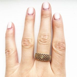 Vintage Avon brassy gold mesh & rhinestone ring